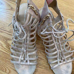 Pour La Victoire tie up heels